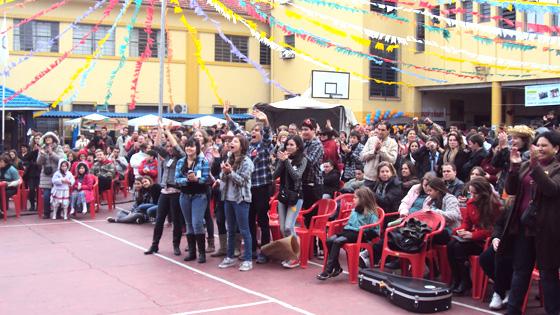 Público empolgado com as apresentações do Festival o Jovem Canta o Cooperativismo