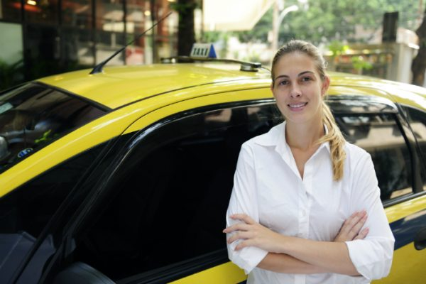 taxi-motorista-mulher